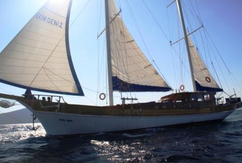 Askim Deniz sails