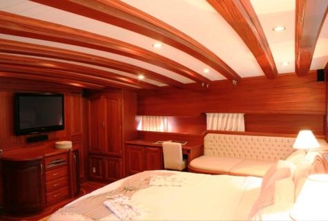Caner 4 cabin wood