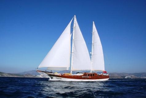 Caner 4 sails up