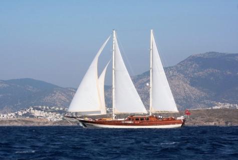 Caner 4 sails