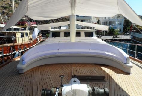Cushioned deck