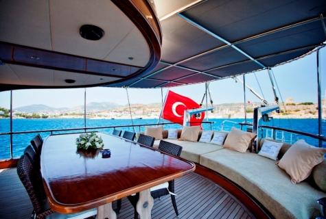 Gulet lknur Sultan table deck