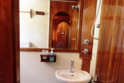 Kugu bathroom