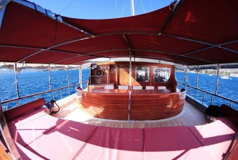 La Finale deck guest