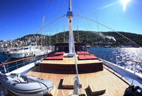 La Finale sundeck dinghy
