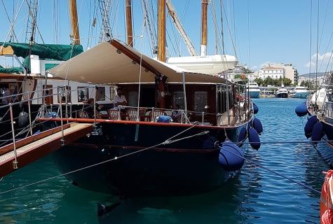 Liana in Port