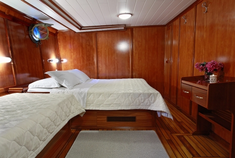 Double Cabin with Single Bed