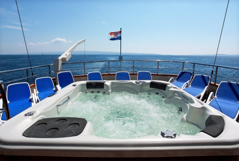 Jacuzzi on Upper Deck