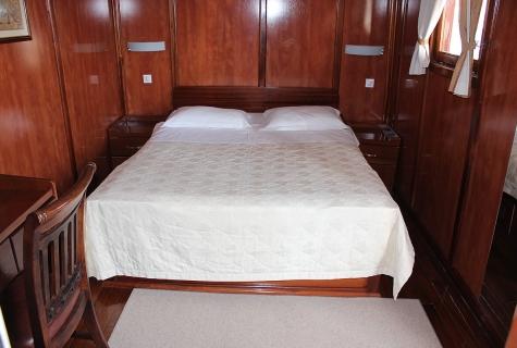 Luna Double Cabin