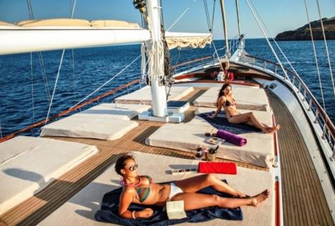 Sunbathing deck