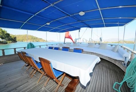 Prenses Selin deck table morning