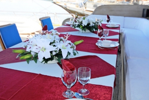 Prenses Selin deck table