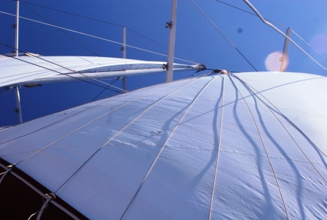 Yorgun 1 sails