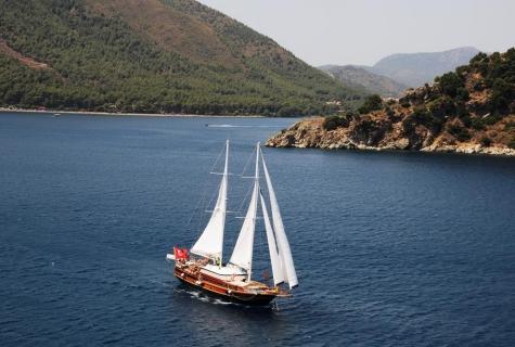 Yuce Bey sailing