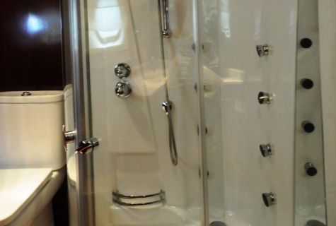 Yuce Bey shower