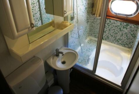 Gulet Aegean Clipper bathroom (25)