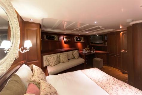 Afroditi cabin 4