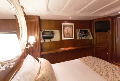 Afroditi cabin 5