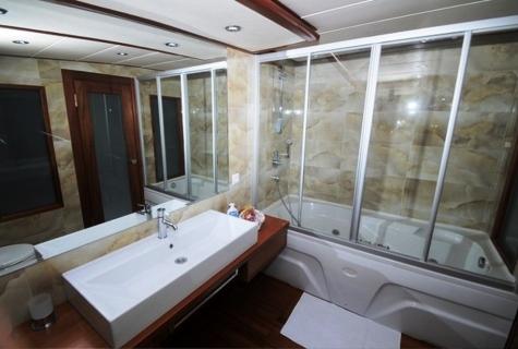 Alessandro bathroom