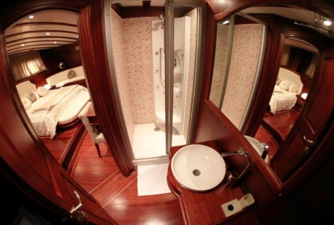 Gulet Arif Kaptan A bathroom