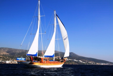Askim Deniz sailing
