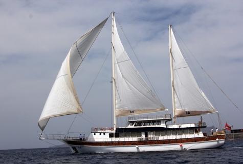 BB sailing gulet.