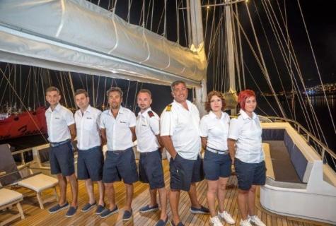 Bella Mare crew