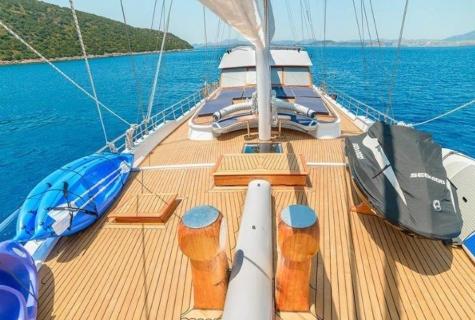 Bella Mare deck jetski