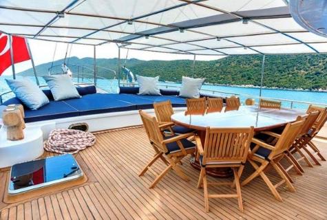 Bella Mare deck table