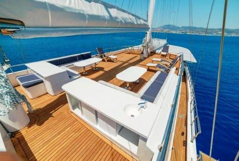 Bella Mare deck