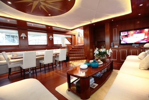 Carpe Diem cabin salon table sofa