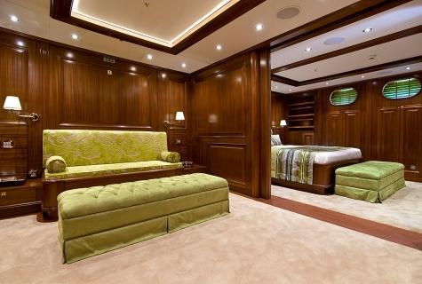 Queen size Double Cabin. jpg