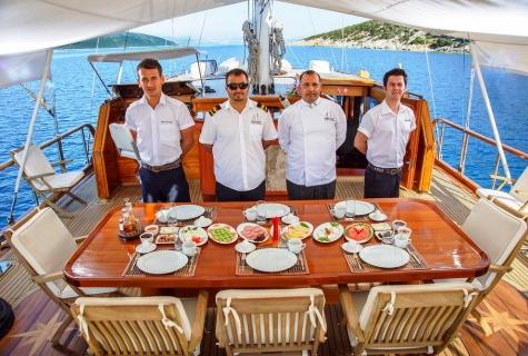 Dea Del Mare crew
