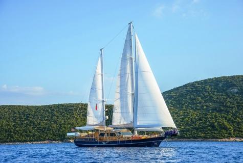 Dea Del Mare gulet sailing