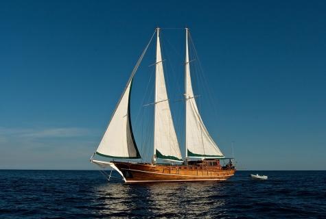 Deriya Deniz with Sails