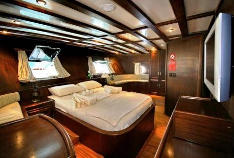 Aft Master bed