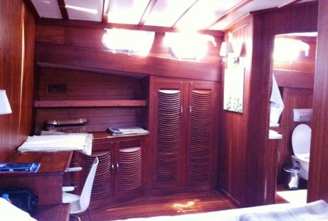 Cabin ensuite bathroom