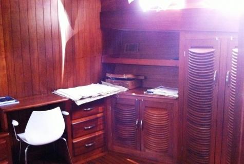 Desk cabin