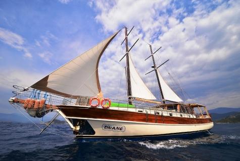 Divane sailing