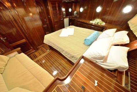 Duramaz cabin master sofa