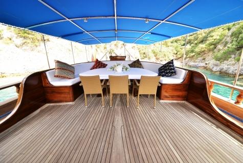 Duramaz deck table