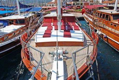 Ece Sultan front deck