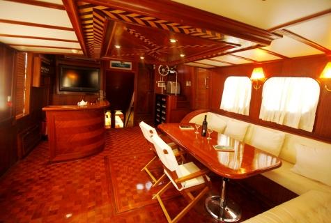 Esma luxuary saloon
