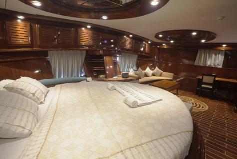 Gulet Esma Sultan master cabin (1)