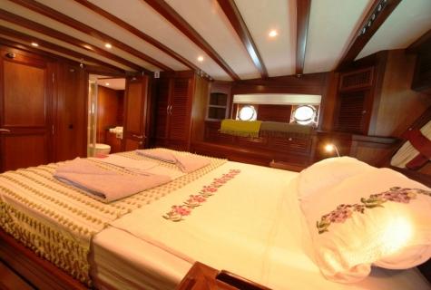 FREYA - Aft Master Cabin (2)