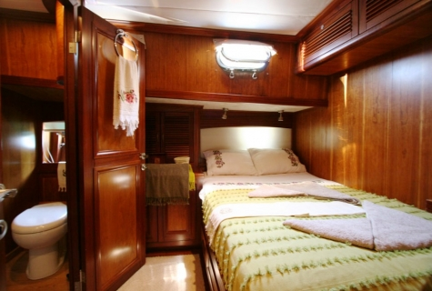 FREYA - Starboard Side Double Cabin (2)