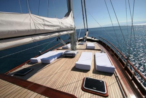 Forward Suntanning Deck 2
