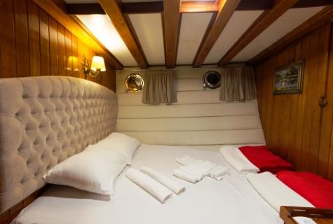 Hera salon cabin 1