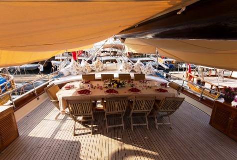 Karina table deck