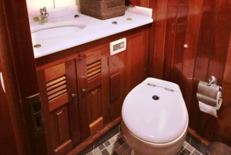 Kaya Guneri 1 toilet